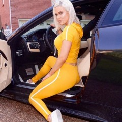 girls in cars-54812277