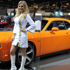 Dodge-Challenger-Girl-6