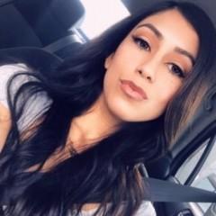 girl in car corazo 141