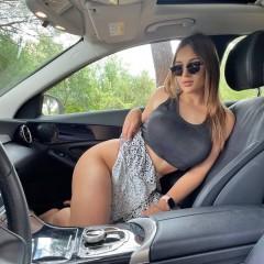 girls blonde in car 4100005558