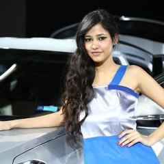 girl-hot-auto-44220109