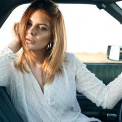 blondi in car 15