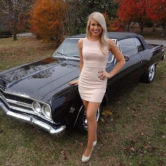 us-poses-car-girls-93